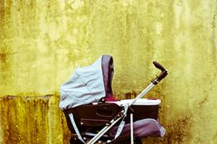Wózek inwalidzki z dzieckiem Obraz Stock