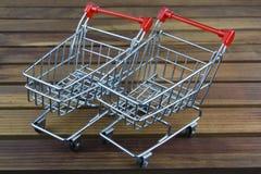 Wózek na zakupy mała zabawka Obrazy Stock