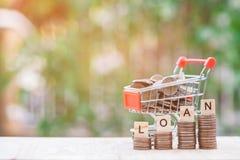 Wózek na zakupy pełno pieniądze Tajlandzki skąpanie Fotografia Royalty Free