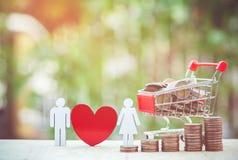 Wózek na zakupy pełno pieniądze Tajlandzki skąpanie Zdjęcie Stock