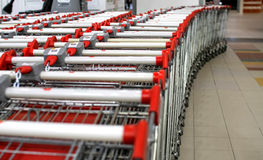 Wózek na zakupy przy centrum handlowym Obraz Royalty Free