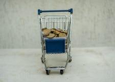 Wózek na zakupy sztandaru pusta reklama pełno euro zdjęcia stock