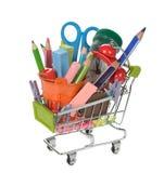 Wózek na zakupy wypełniający z kolorowymi szkolnymi dostawami Zdjęcie Royalty Free