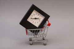 Wózek Na Zakupy z Budzikiem Zdjęcie Stock