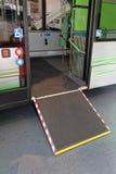 Wózka inwalidzkiego autobusu rampa Obraz Stock