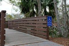 Wózka inwalidzkiego Dostępny Drewniany Zwyczajny most zdjęcia royalty free