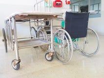Wózka inwalidzkiego i pacjenta łóżko Obraz Stock