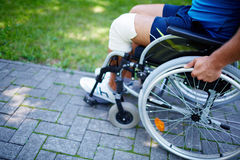 Wózka inwalidzkiego spacer Obraz Royalty Free
