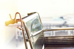 Wózki inwalidzcy czeka usługa z światło słoneczne kopii przestrzenią zdjęcie stock