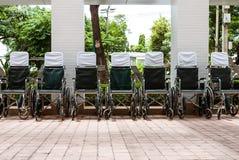 Wózki inwalidzcy na zewnątrz szpitala Zdjęcia Royalty Free