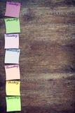 Wöchentliche Planungsstelle mit Aufklebern Stockfotos