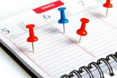 Wöchentliche Tagesordnung mit Spirale und Stift lizenzfreie stockfotografie
