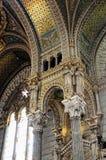 Wölbungs-und Spalten Basilika von Notre Dame de Fourvière stockbilder