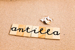 Wörter auf Sand anitilla Lizenzfreie Stockbilder