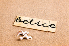 Wörter auf Sand belice stock abbildung