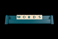 Wörter gemacht von den Plastikbuchstabefliesen Stockfotografie