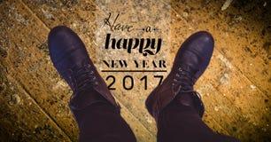 2017 Wünsche des neuen Jahres gegen schwarze Stiefel Lizenzfreie Stockbilder