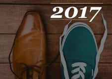 2017 Wünsche des neuen Jahres mit formalem und Freizeitschuhen Lizenzfreie Stockfotos