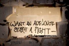 Wünschen Sie ein Publikum? Beginnen Sie einen Kampf! Stockbild