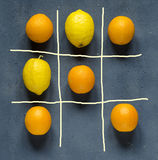 Wünschen Sie gelbe oder orange Zitrusfrucht? Lizenzfreie Stockfotos
