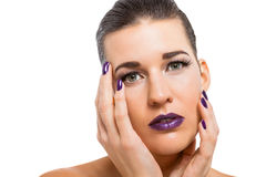 Würdevolle attraktive Frau mit den purpurroten Lippen stockbilder