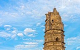Würdiger alter Turm Stockfoto