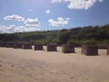 Würfel auf einem Strand lizenzfreie stockfotografie