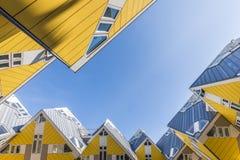 Würfel bringt Rotterdam-Himmel unter Lizenzfreie Stockfotografie