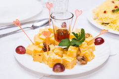 Würfel des gelben Käses Lizenzfreies Stockfoto