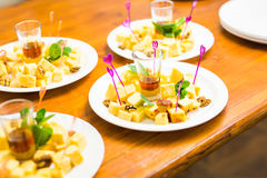 Würfel des gelben Käses Stockfotos