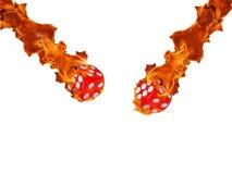Würfel in einem Feuer KASINO-Konzept Stockfotos