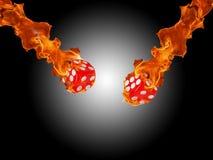 Würfel in einem Feuer KASINO-Konzept Stockbild