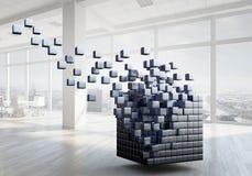 Würfel im modernen Büro Gemischte Medien Stockfoto