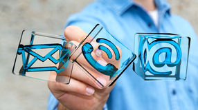 Würfel-Kontaktikone des Geschäftsmannes rührende transparente mit digitalem Lizenzfreie Stockfotografie