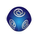 Würfel mit eMail-Ikone Stockfotografie