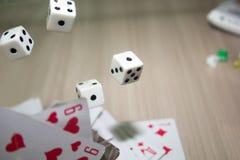 Würfel und Karten Lizenzfreies Stockfoto