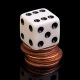 Würfel und Münzen Stockbild
