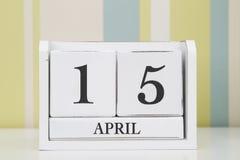 Würfelformkalender für den 15. April Stockbild