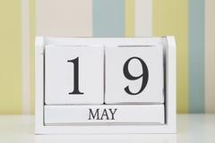 Würfelformkalender für den 19. Mai Stockbild