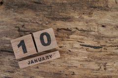 Würfelkalender für Januar auf hölzernem Hintergrund Stockbild