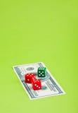 Würfelt mit Dollar Lizenzfreies Stockfoto
