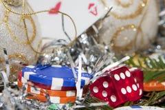 Würfelt und Weihnachtsgratifikation stockbild