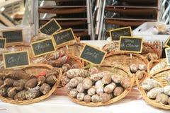 Würste auf einem französischen Markt Lizenzfreie Stockbilder
