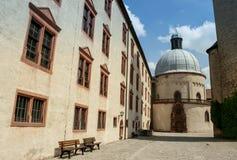 Würzburg Tyskland - inre borggård för Marienberg fästning Arkivbild