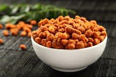 Würzige überzogene Erdnüsse des beispiellosen Snacks Stockbilder