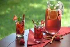 Würzige Erdbeere-Sangria Stockfotografie