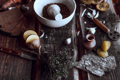 Würzige Küche auf hölzerne Schreibtische stockfotos