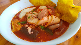 Würzige Suppe der Nudel mit Schweinefleisch Lizenzfreies Stockbild