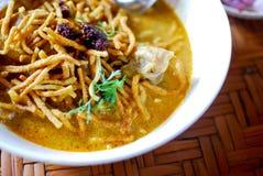 Würzige Suppenudel der siamesischen Art, khao Sojabohnenöl Lizenzfreie Stockfotografie