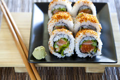Würzige Thunfischrollensushi stockfoto